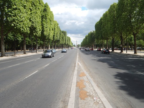 Champs-Élysées from ground level