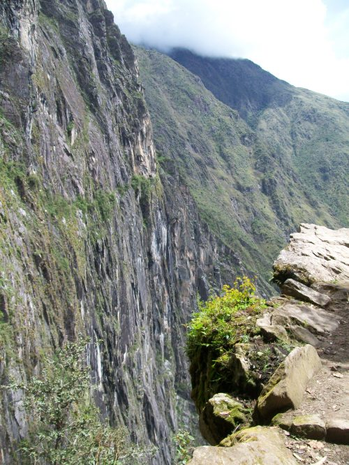 Along the edge of the Inka Bridge trail